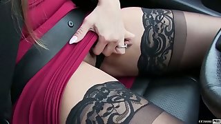 Fabulous super curvy MILFie sexpot gives a good rimjob and blowjob