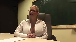 I'm fucking in threesome in my big tit amateurs video