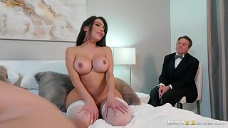 Chunky ass wife gets fucked in cuckold scenes and made at hand swallow