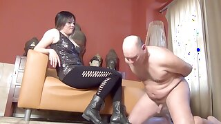 Dominatrix Mara Ballbusts Slave N as A Punishment