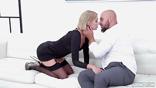 Busty comme �a Elen Billion stripteases and gives both HJ and blowjob there stud