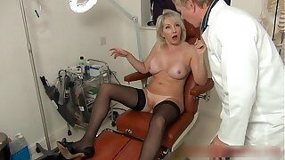 Christie seduces her doctor to not far from her an anal seeing to