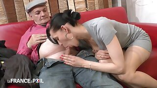 Steamy Dark Haired Lady Fucks Abb�